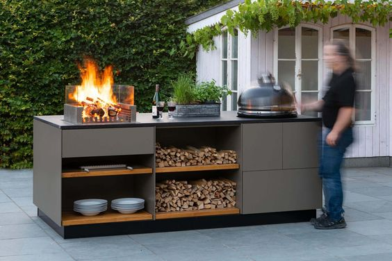 Outdoor kitchen features   storage draws