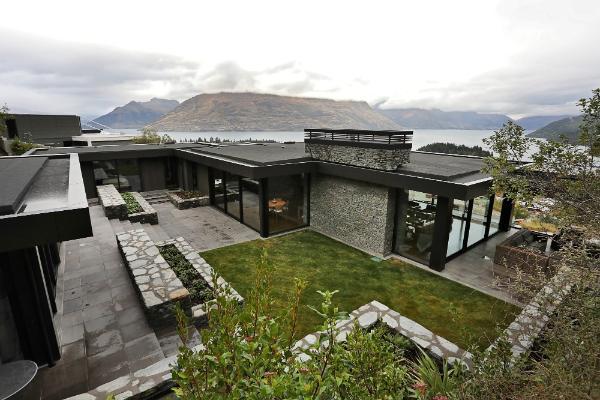 award-winning-master-builder-queenstown-grey-house-burton.jpg