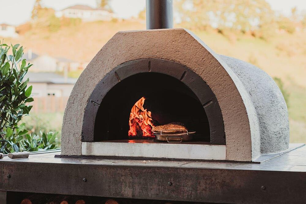 Outdoor kitchen features   pizza oven