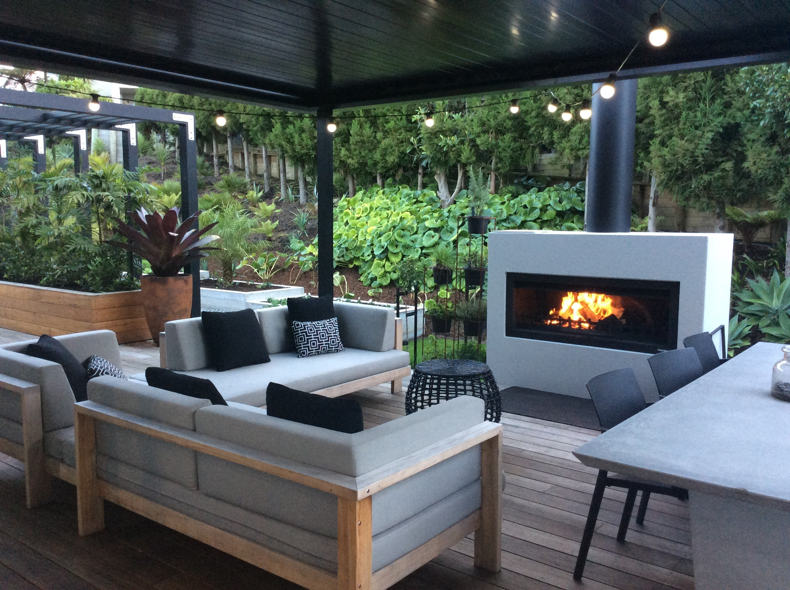 Outdoor entertaining fireplace