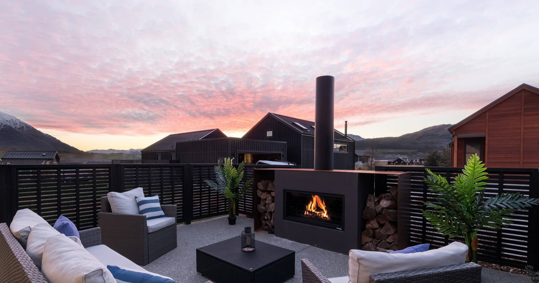 Outdoor entertaining area with fireplace