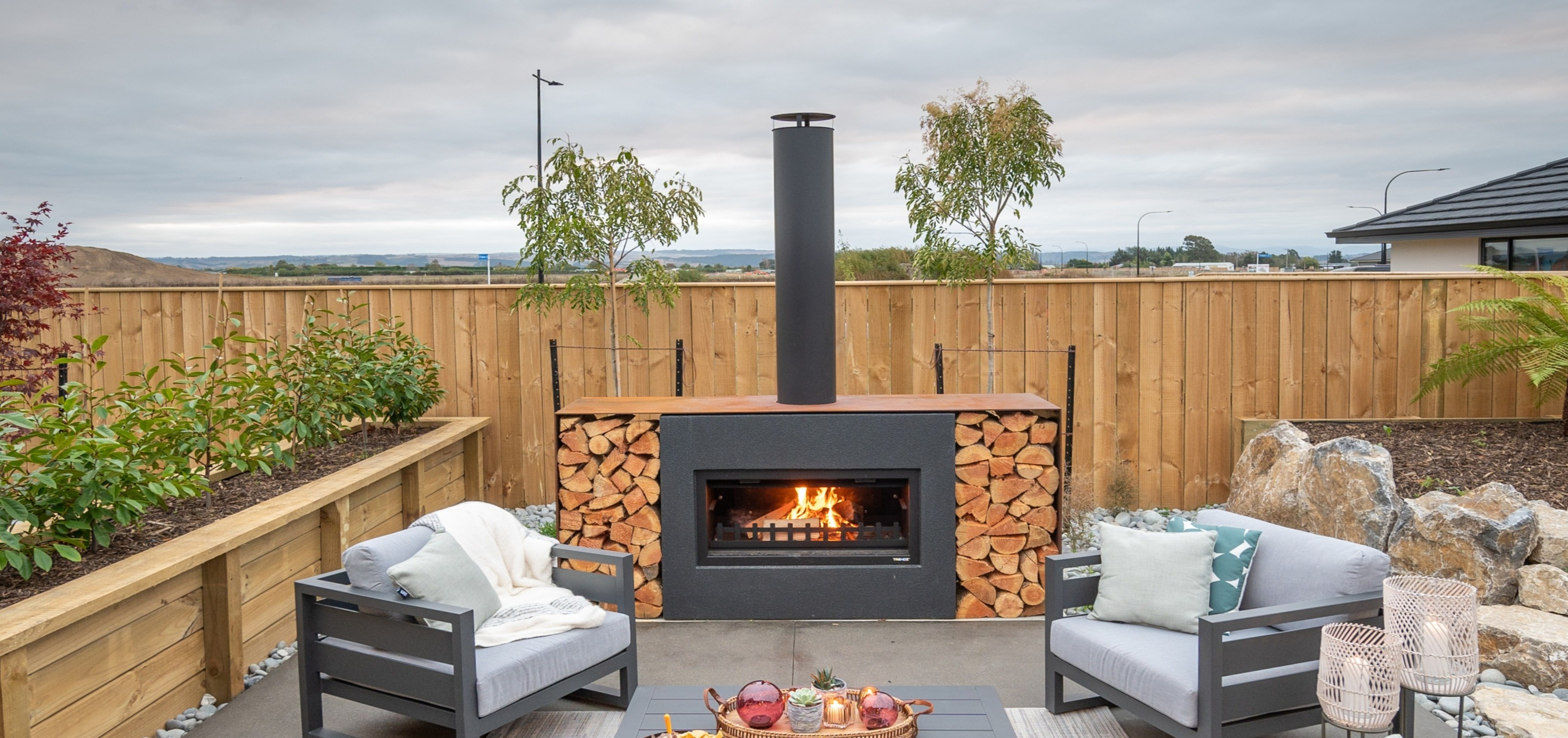 Chimney cap for outdoor fireplace
