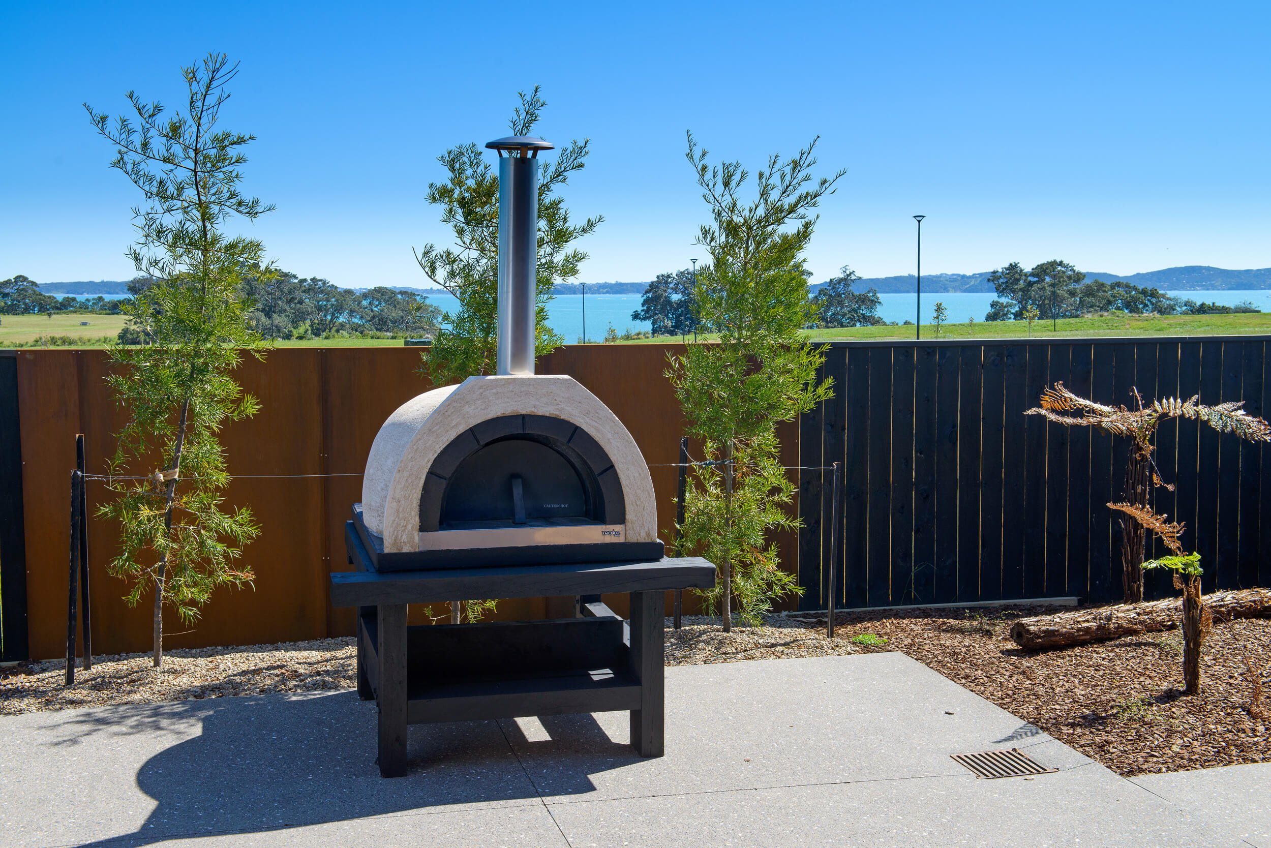 Large outdoor pizza oven